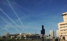 La explicación a las curiosas estelas sobre el cielo de Granada vistas esta mañana