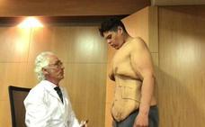 El joven de Granada que fue el más obeso del país se somete a otra operación para quitarse 20 kilos de piel abdominal