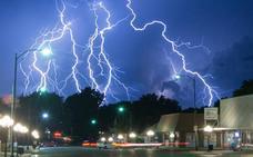 La espectacular tormenta de rayos que se ha hecho viral: ¿qué son esas luces verdes?