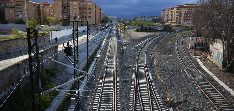 El aislamiento ferroviario deja a Granada con la mitad de usuarios del tren en tres años