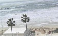 Muere un padre al intentar rescatar a su hijo que tenía problemas para salir del agua en Cádiz