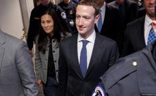 Zuckerberg asume los fallos de Facebook ante el Congreso de EE UU