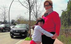 Operan 62 veces a una niña tras tragarse una pila y sufrir una negligencia: «Mi hija sufre depresión...»
