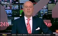 """La broma del presentador del Canal 24 horas con el """"pirulí"""" de la que todo el mundo habla"""