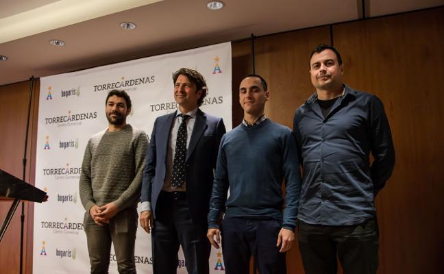 Bogaris entrega los premios del concurso de microguiones de cine