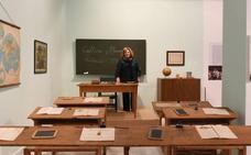 Recrean en Granada un aula de los años 40 para comparar la escuela franquista y la republicana