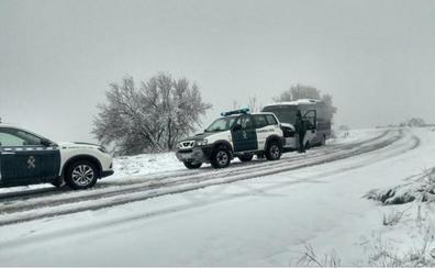 Un autobús escolar, atrapado en la nieve en Jaén
