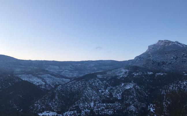El temporal frena las tareas en la zona afectada por el incendio de Segura de la Sierra
