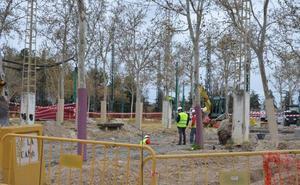 El Ayuntamiento continúa las obras del ferial de Almanjáyar y cambia albero por pavimento