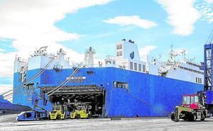 El puerto de Motril espera la llegada de un polémico barco saudí que transporta armas