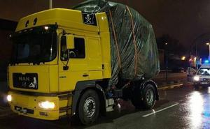 La surrealista carga de un camión que sorprendió a la Guardia Urbana