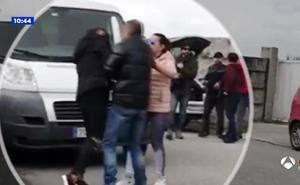 Una reportera de 'Espejo público' agredida por uno de los clanes de 'Fariña'