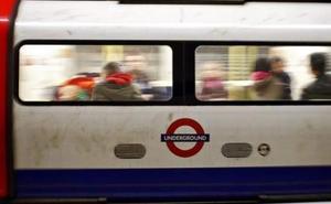 «Feroz» agresión a una española en el metro de Londres: «Habla inglés cuando estés en Inglaterra»