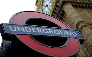 La brutal agresión a una española en el metro de Londres: «Habla inglés mientras estés en Inglaterra»