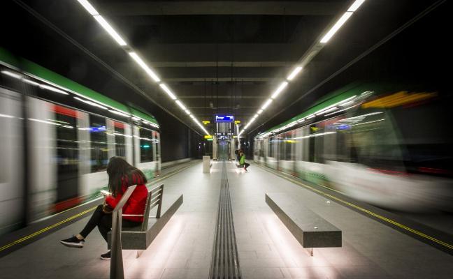 La cifra de viajeros del metro de Granada se acercó en marzo por primera vez a las previsiones
