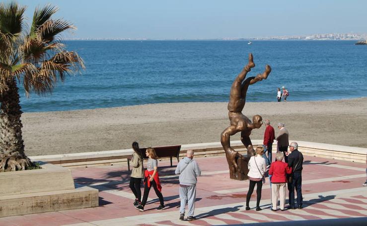 Así luce la nueva gran escultura del paseo marítimo de Almería