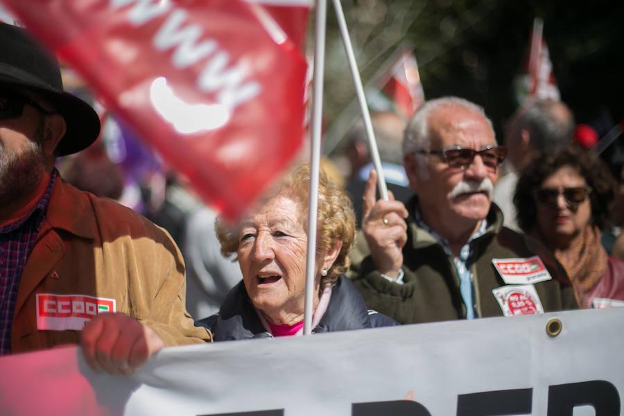 Poca afluencia a la manifestación de los sindicatos por las pensiones