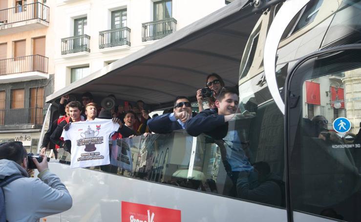 Gran recibimiento al Covirán en el Ayuntamiento de Granada tras el ascenso a la LEB Oro