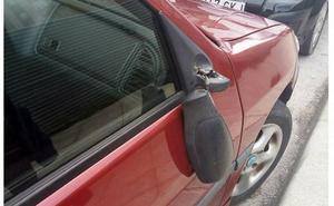 Denuncian una 'oleada' de retrovisores rotos en el Bulevar de Jaén