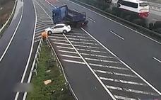 El coche del terror en la autopista: se para, causa dos accidentes y sigue como si nada