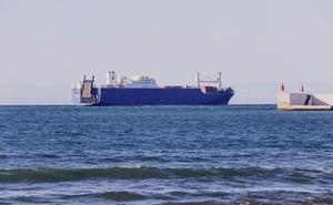 Llega a Motril el polémico barco saudí que transporta armas