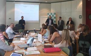 Caja Rural ayuda a medio centenar de empresas a mejorar sus competencias digitales