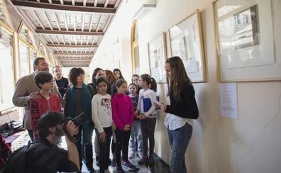 Una muestra de retratos en Granada recuerda a 30 poetas que homenajearon a Lorca y sus obras