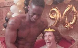 La desenfrenada fiesta del 90 cumpleaños de la madre de Paz Padilla con 'stripper' incluido