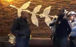 Polémica en EE UU por la detención de dos negros en un Starbucks «por no consumir»