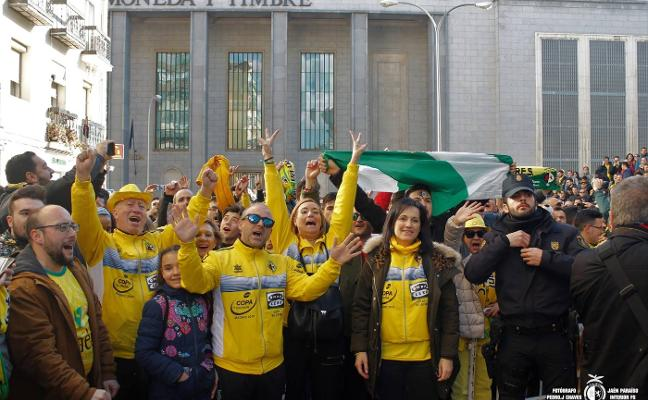 Los 12 autobuses gratuitos para la afición del Jaén FS se completan en menos de diez horas