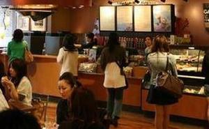Detenidos por estar en una cafetería «sin consumir»