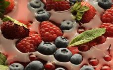 El enorme beneficio del vino tinto y los frutos rojos que desconocías: clave contra enfermedades mentales