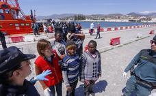 Llegan a Motril 85 inmigrantes rescatados de dos pateras