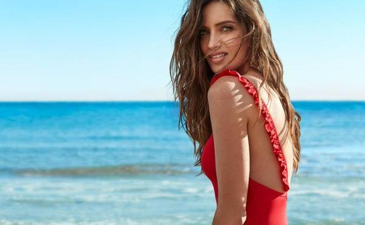 La nueva colección de bañadores de Sara Carbonero