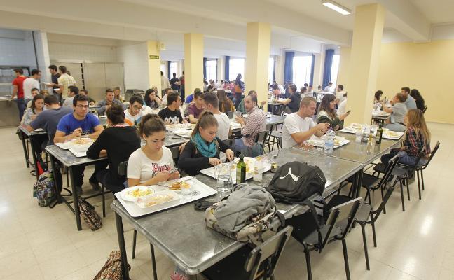 El Estado beca a 17.088 alumnos de la UGR, 111 menos que el curso pasado