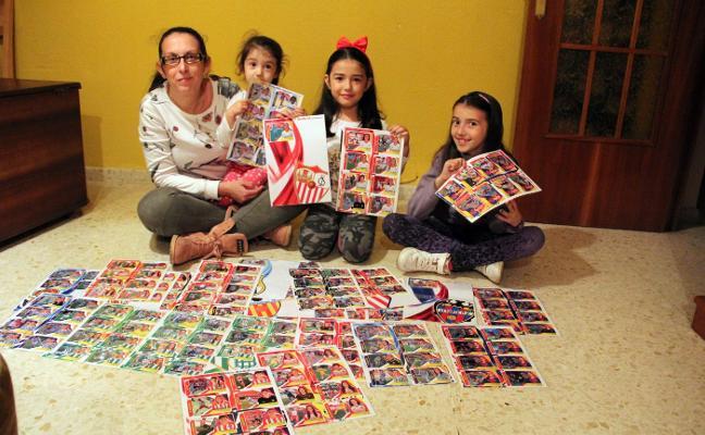 Una madre hace un álbum cromos de fútbol femenino para sus hijas: es imposible encontrarlo de otra forma