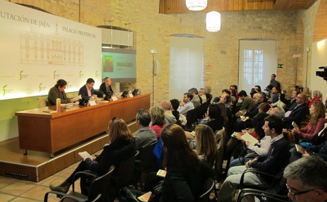 El poeta Luis García Montero participa en la presentación de la revista Paraíso