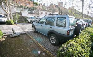 La Policía investiga el destrozo de varios vehículos en el aparcamiento de Rey Chico