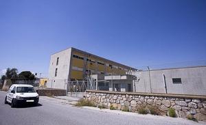 Las obras que transformarán un pabellón militar de Motril en un centro de inmigrantes empezarán en días