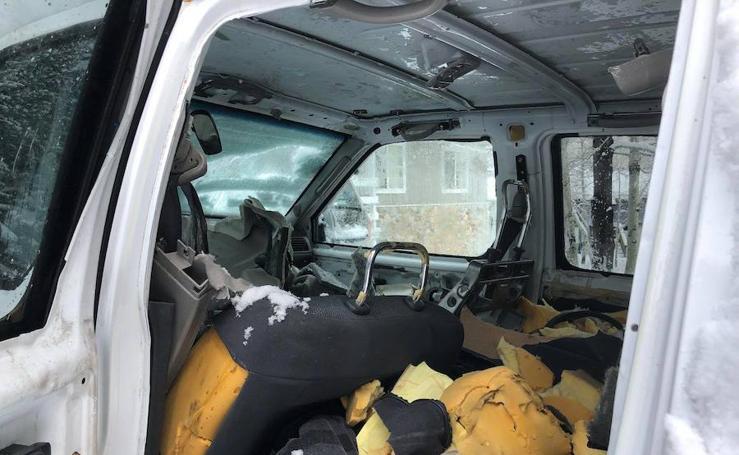 Las imágenes del destrozo de un coche a manos de un oso