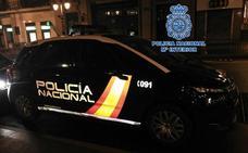 Detenido cuando forzaba la persiana de un comercio del centro de Granada
