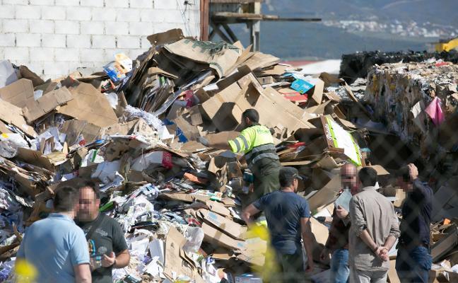 La autopsia revelará hoy si el hombre encontrado muerto en un camión de basura fue arrojado sin vida dentro de un contenedor
