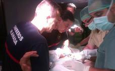 Los bomberos liberan a un hombre que tenía el pene atascado en un anillo metálico en Alicante