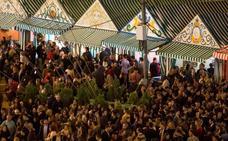 Denuncian a un vigilante de una caseta de la Feria de Sevilla por una agresión homófoba