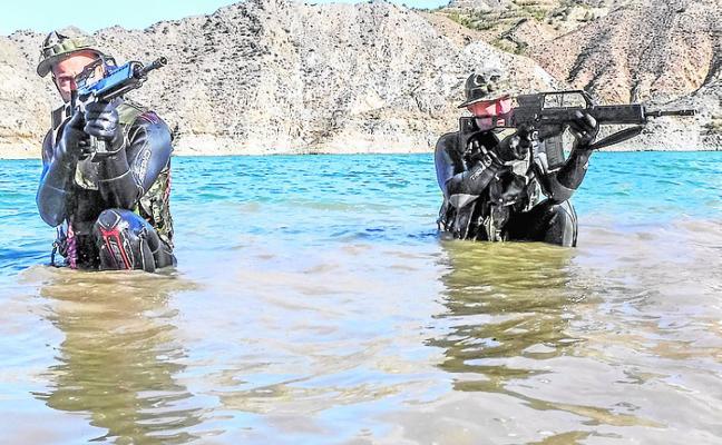 Zapadores de La Legión se instruyen en combate anfibio