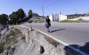 Un abismo peligroso en la carretera de La Gorgoracha de Motril