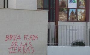 Pintadas en el Auditorio de la Alameda en apoyo al Cerro Libertad