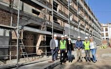 Una parlamentaria andaluza y dos diputados provinciales visitan las obras de la Residencia de Mayores de Lanjarón