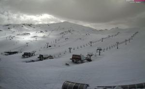El fuerte viento obliga a cerrar la estación de Sierra Nevada este domingo
