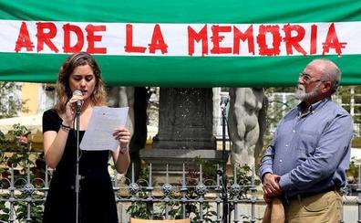 'Arde la memoria' recuerda en Granada la quema de libros del cardenal Cisneros y homenajea a Juan de Loxa